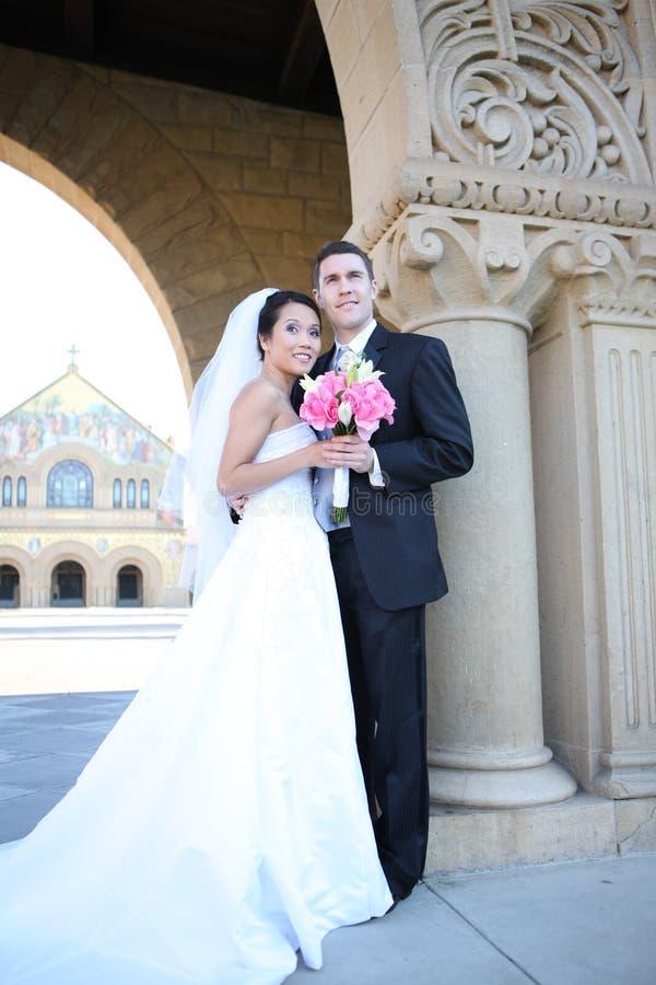 Braut und Bräutigam an der Hochzeit stockbild