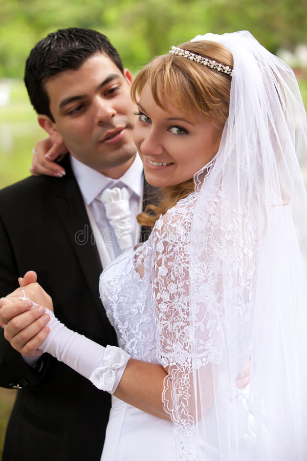 Braut und Bräutigam an der Hochzeit stockfotos