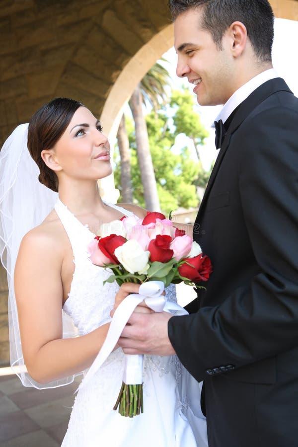 Braut und Bräutigam an der Hochzeit stockbilder