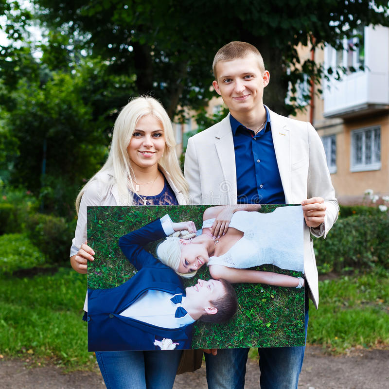 Braut und Bräutigam nach Hochzeitstag lizenzfreies stockbild