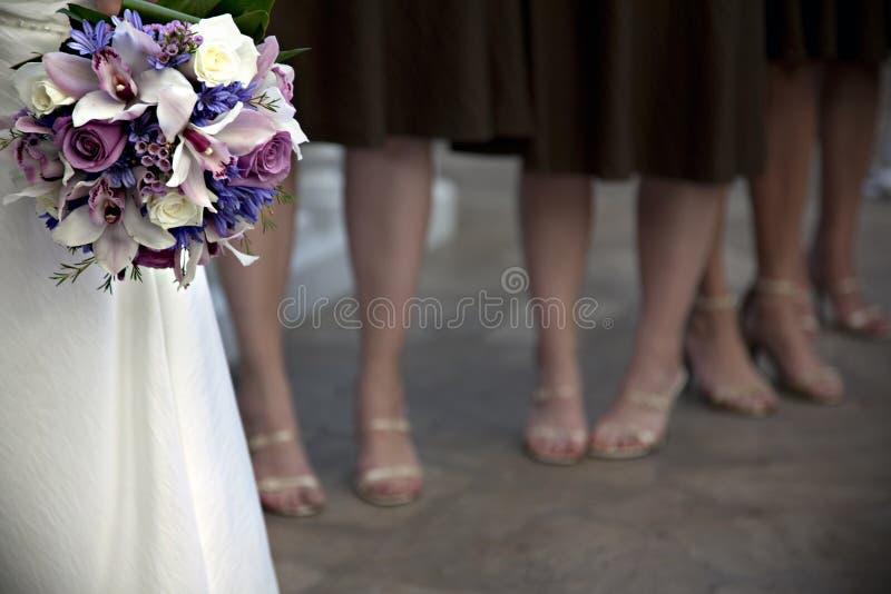 Braut und Brautjunfern lizenzfreies stockfoto