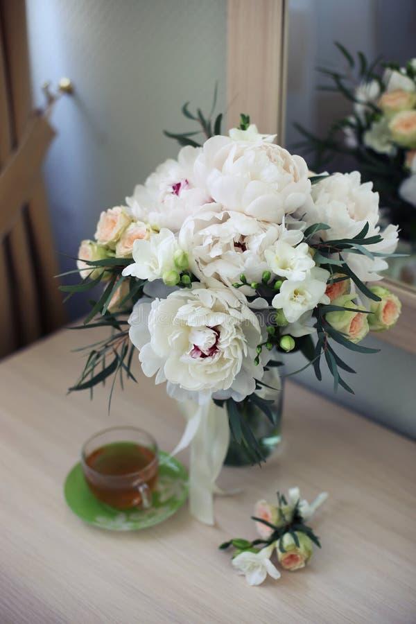 Brautblumen und Teemorgen stockfotos