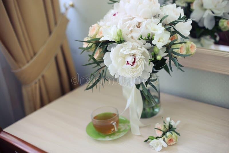 Brautblumen und Teemorgen lizenzfreies stockbild