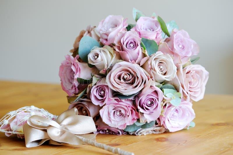 Brautblumenstrauß der Rosen stockfotos