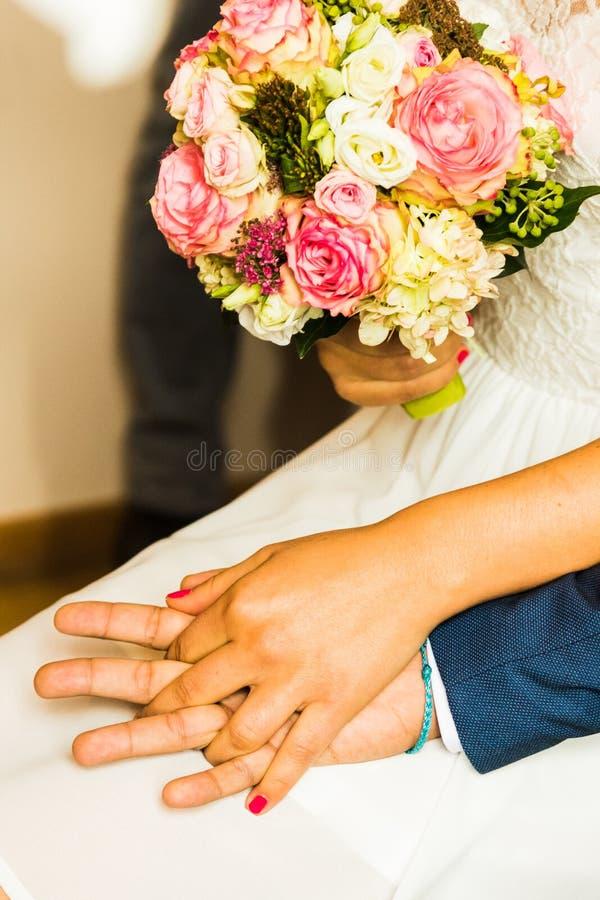 Brautblumenstrau? der Tag der Hochzeit stockbilder