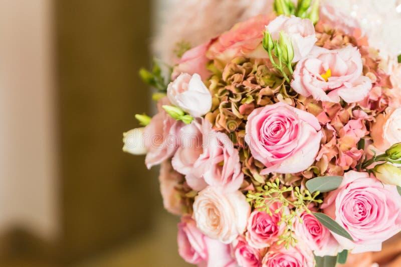 Brautblumenstrau? der Tag der Hochzeit lizenzfreie stockbilder