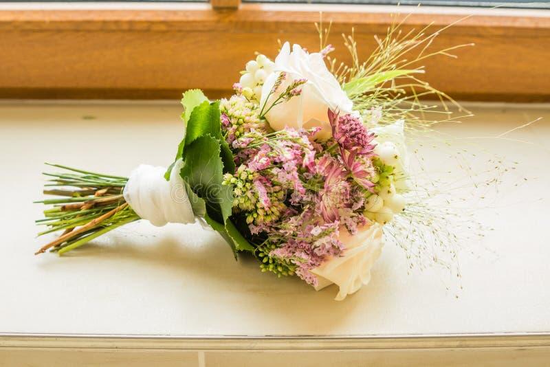 Brautblumenstrau? der Tag der Hochzeit lizenzfreies stockbild