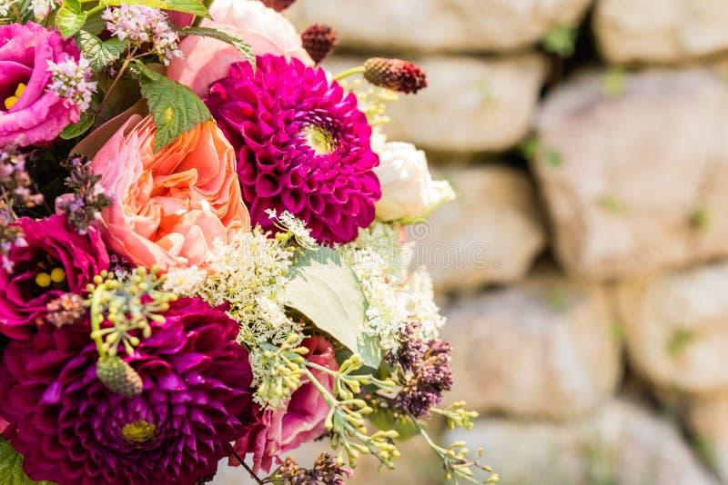 Brautblumenstrau? der Tag der Hochzeit lizenzfreie stockfotos