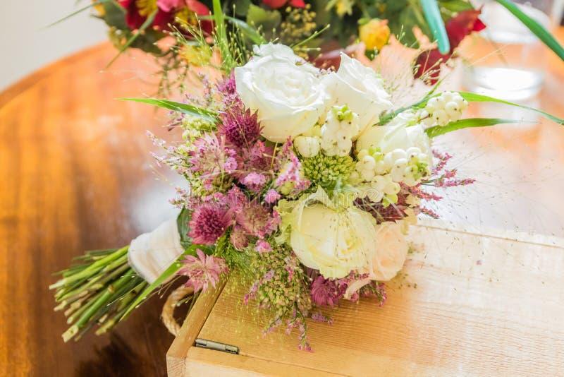 Brautblumenstrau? der Tag der Hochzeit stockfoto
