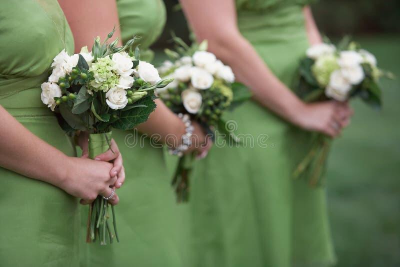 Brautjunferblumensträuße lizenzfreie stockfotografie