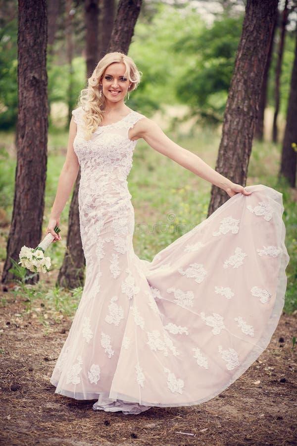 Brautkleidershows stockbild. Bild von liebe, voll, kleid - 55266227