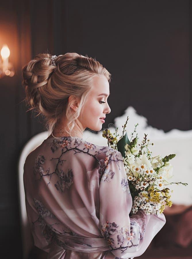 Brautmorgendvorbereitung lizenzfreie stockbilder