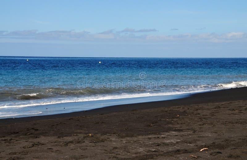 Download Brava I Czarna Piasek Plaża Obraz Stock - Obraz złożonej z podróż, wyspa: 53791969