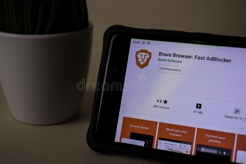 Bravez le navigateur : Application rapide de réalisateur d'AdBlocker sur l'écran de Smartphone Brave est photographie stock