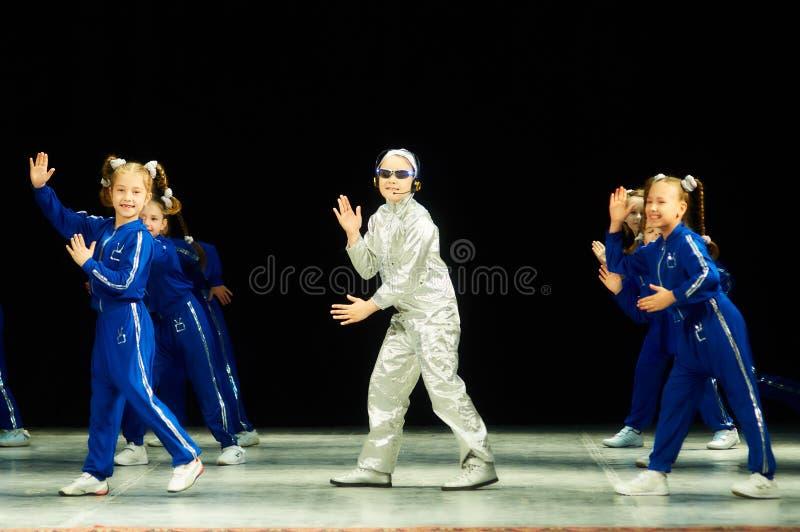 Bravo, competencia bielorrusa de los niños en coreografía fotografía de archivo