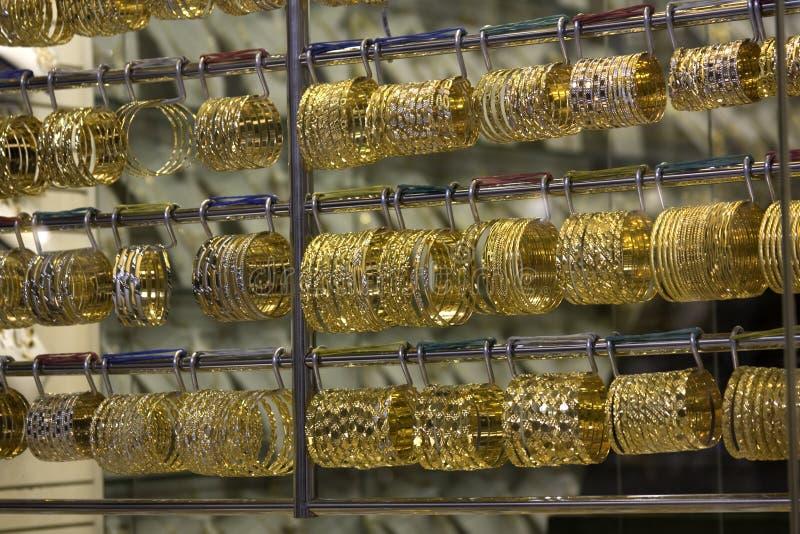 Brazaletes del souq del oro de Dubai foto de archivo libre de regalías