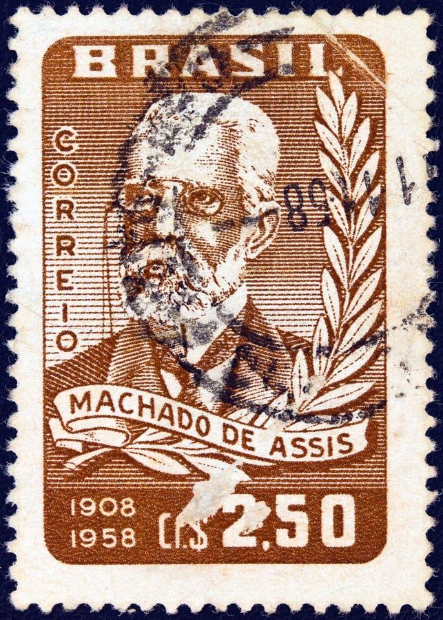 BRAZILIË - CIRCA 1958: Een in Brazilië uitgegeven stempel voor zijn 50ste verjaardag van de dood toont schrijver Machado de Assis stock afbeelding