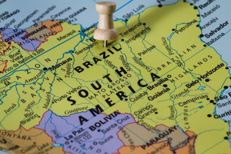 Brazilië op een kaart stock afbeeldingen