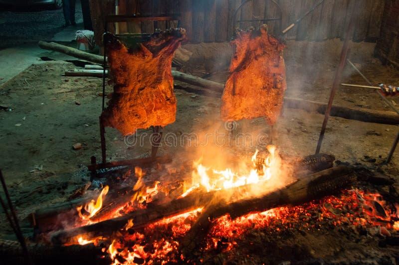 Braziliaanse die Barbecue ook als Churrasco wordt bekend door Gauchos, Braz wordt gemaakt royalty-vrije stock afbeeldingen