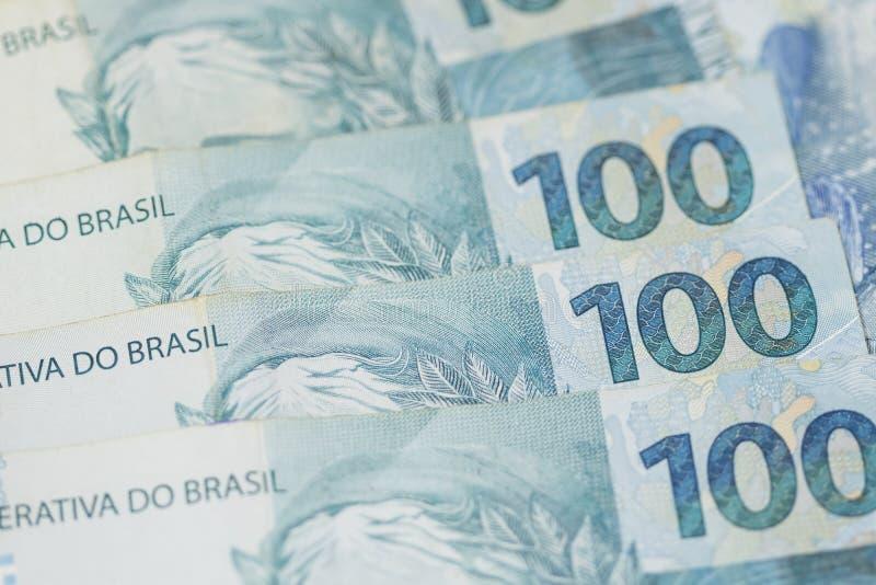 Braziliaanse geldachtergrond Rekeningen genoemd Echt stock foto
