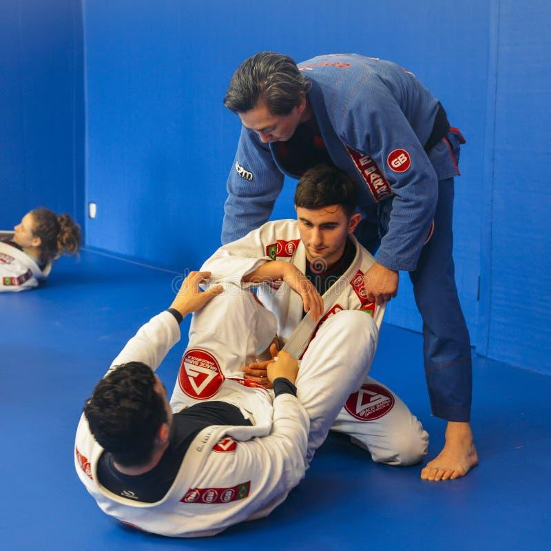 Braziliaanse Jiu Jitsu mengde vechtsporten vastgrijpend opleiding bij de academie van Fulham Gracie Barra in Londen, het UK royalty-vrije stock foto