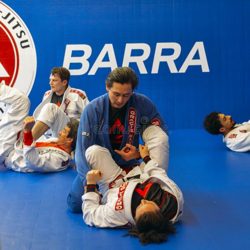 Braziliaanse Jiu Jitsu mengde vechtsporten vastgrijpend opleiding bij de academie van Fulham Gracie Barra in Londen, het UK stock foto