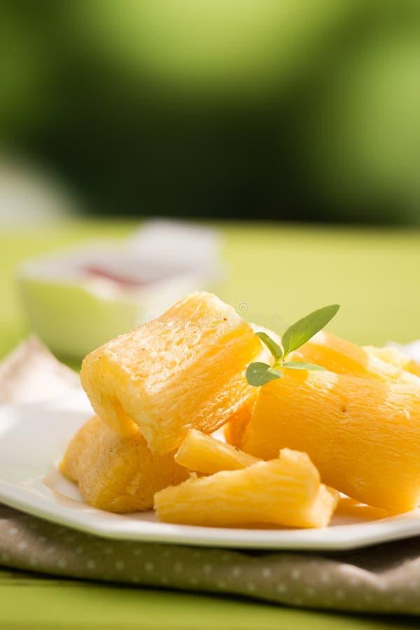 Braziliaanse voedsel Gebraden yucca royalty-vrije stock fotografie