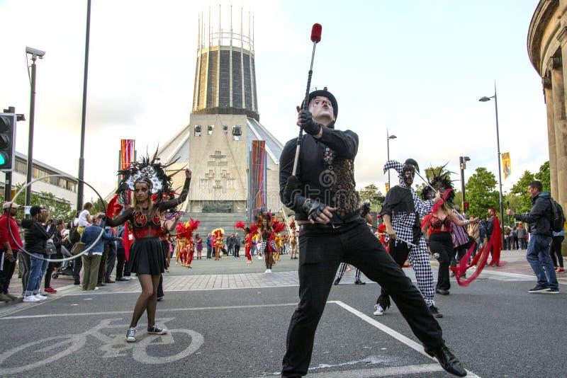Brazilica festiwal Utrzymuje chodzenie - samba w mie?cie Liverpool - obrazy stock