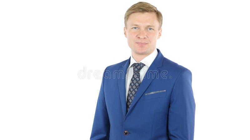 Brazos derechos del hombre de negocios confidente cruzados, sonriendo foto de archivo