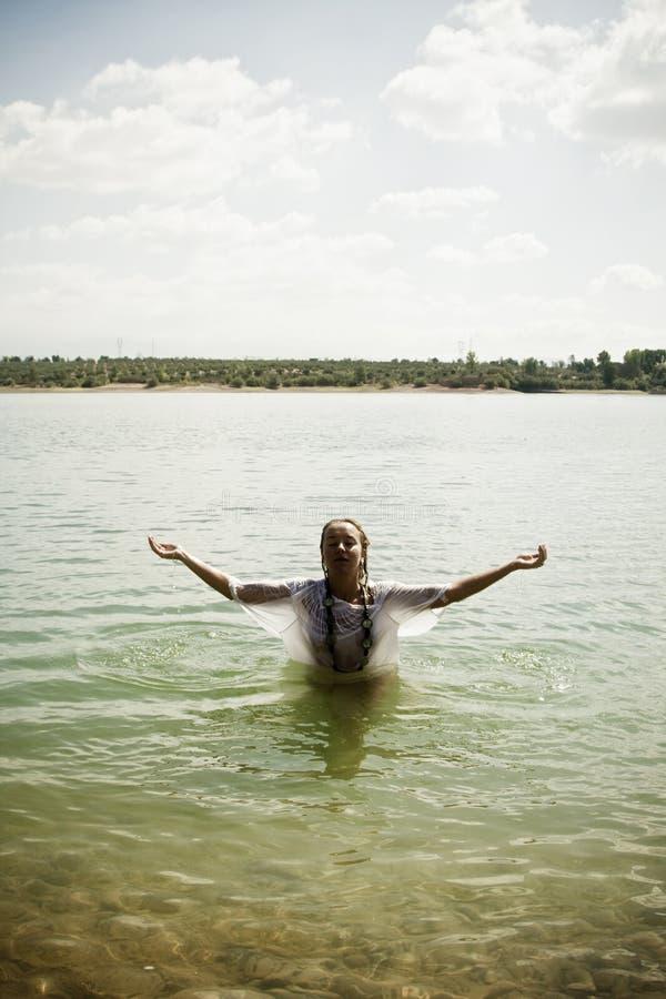 Brazos levantados en el agua imagen de archivo libre de regalías