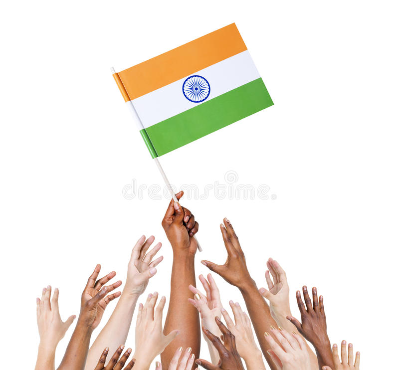 Brazos Multi-étnicos aumentados para la bandera de la India fotos de archivo libres de regalías
