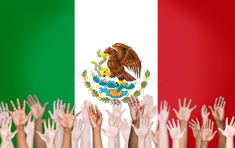 Brazos Multi-étnicos aumentados y una bandera de México stock de ilustración
