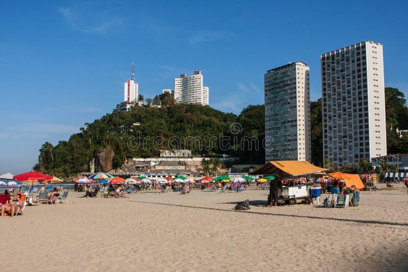 Brazylijczycy Cieszą się plażę Przy Sao Vincente Na Ciepłym słonecznym dniu obrazy stock