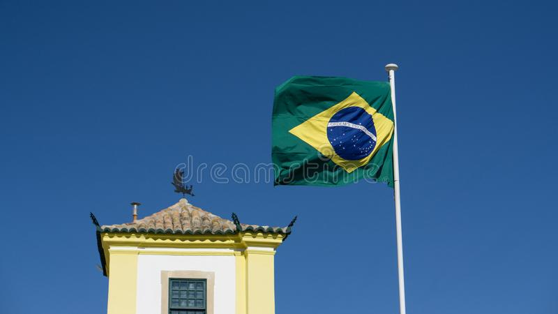 Brazylijczyka chorągwiany latanie przy Brazylijskim konsulatem w Faro, Algarve, Portugalia fotografia stock