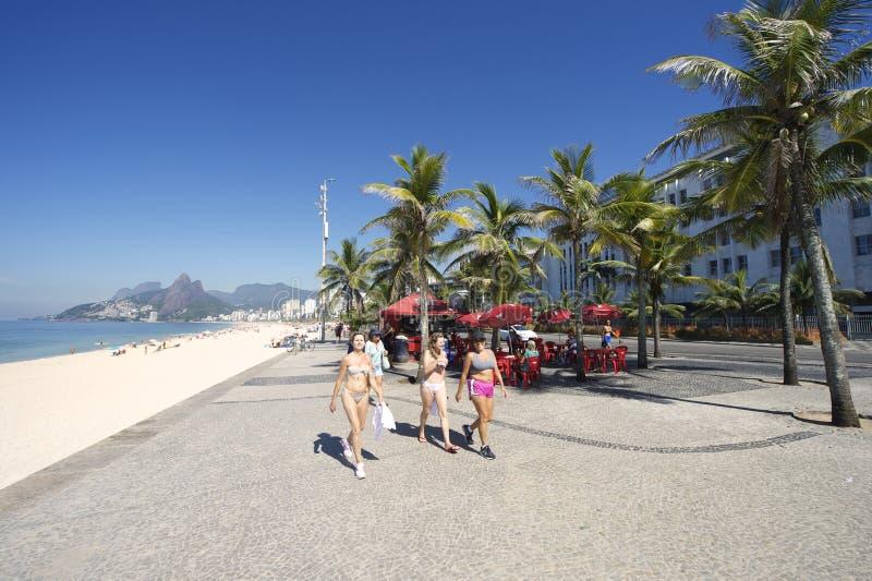 Brazylijska kobiety Ipanema plaża Rio De Janeiro zdjęcia stock