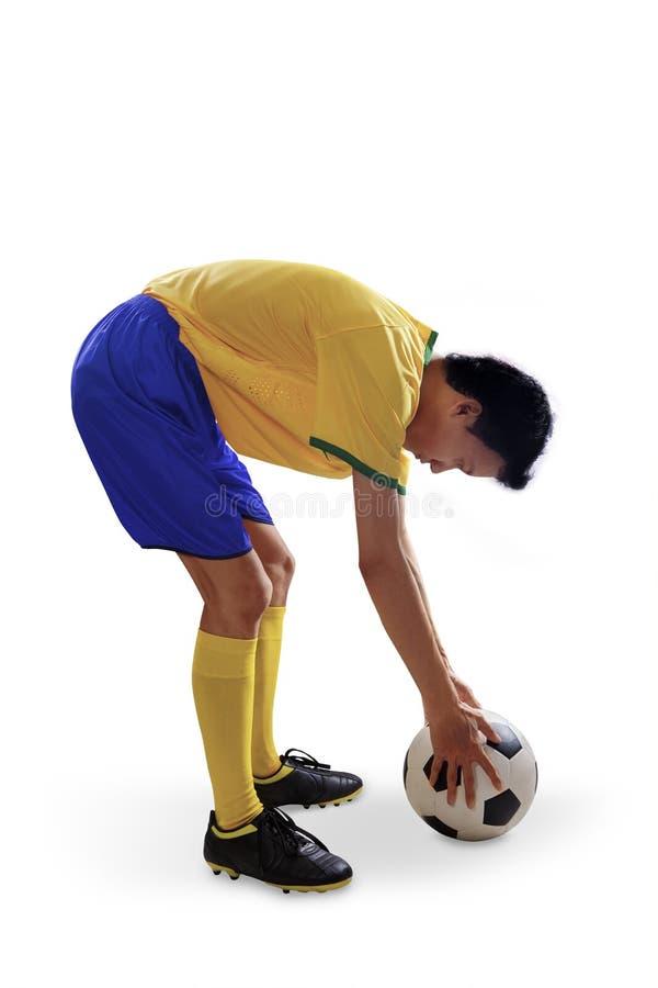 Brazylijski gracz piłki nożnej stawiająca piłki nożnej piłka 1 obraz stock