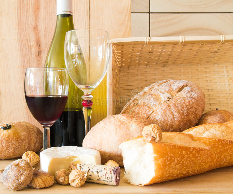 Download Bread And Wine Royalty Free Stock Image - Image: 3372926
