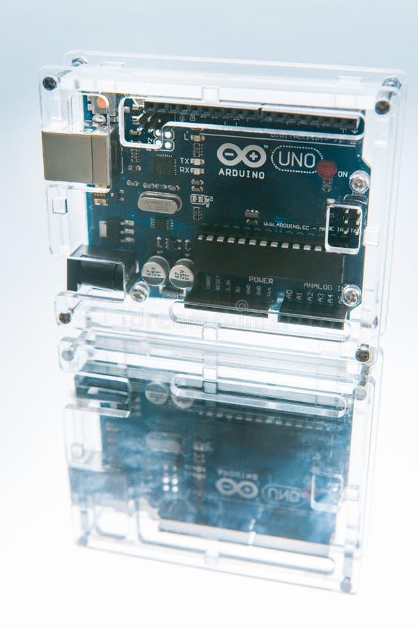 Breadboard ΟΗΕ Arduino μικροελεγκτών επεξεργαστής στοκ φωτογραφίες