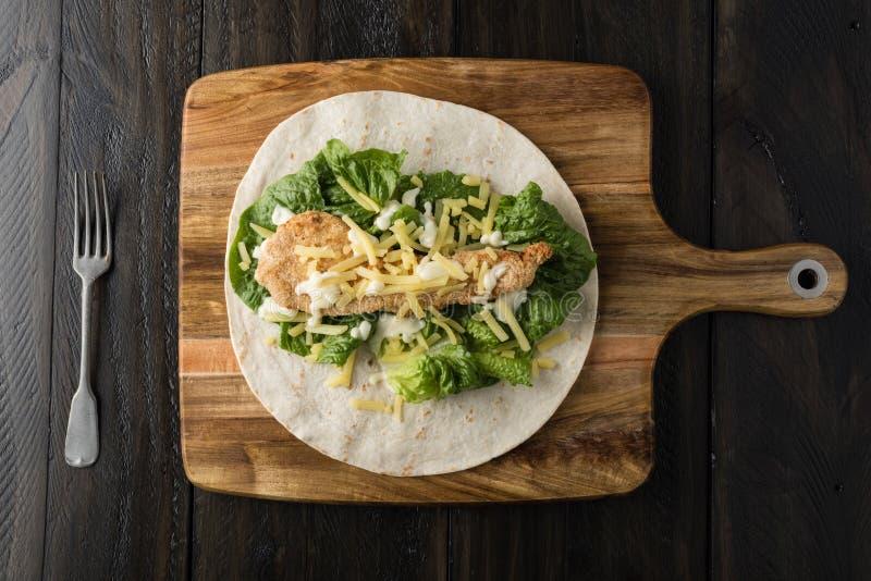 Breaded kurczaka burrito opakunek Z Świeżym sałata serem fotografia stock