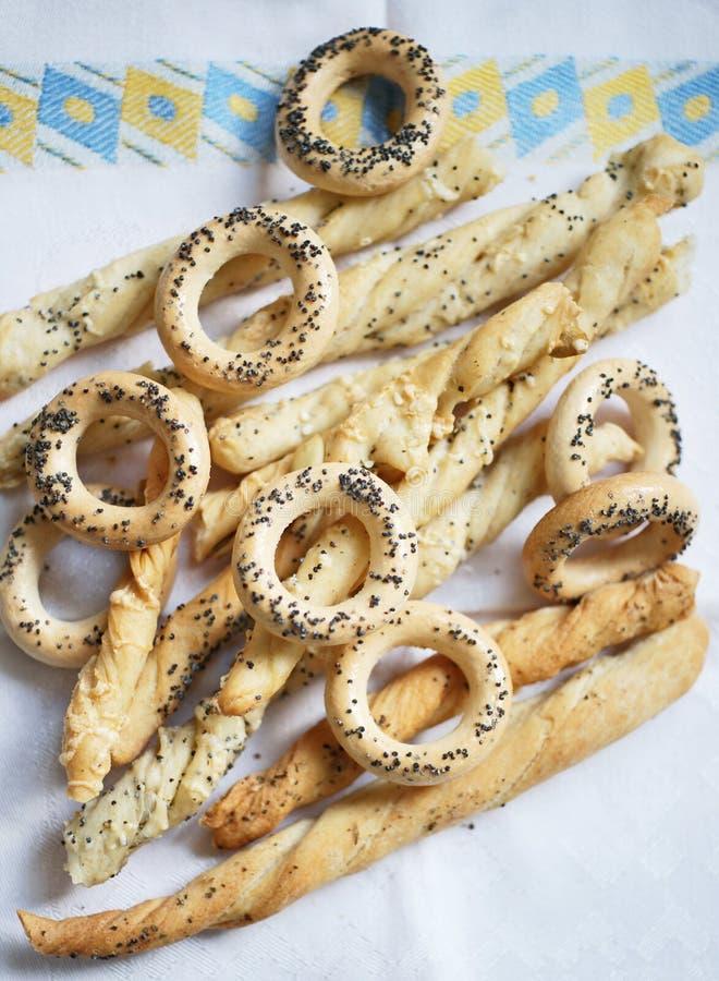 Download Breadsticks und Cracknels stockfoto. Bild von mohnblume - 9085588