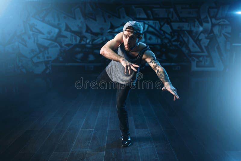 Breakdance-Bewegungen, Ausführender im Tanzstudio lizenzfreie stockfotografie