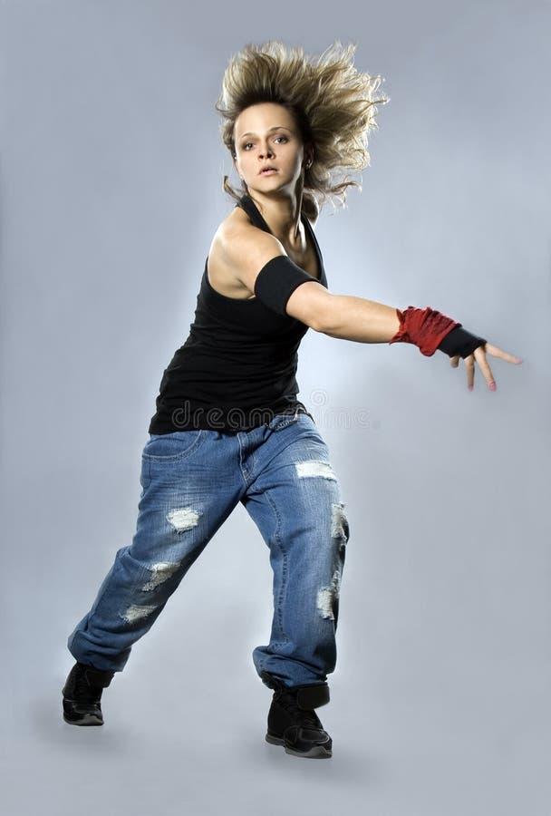 Breakdance di dancing dell'adolescente nell'azione fotografie stock libere da diritti