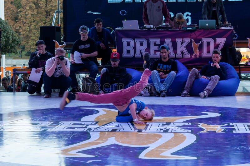 Breakdance profesional del baile del atleta imágenes de archivo libres de regalías