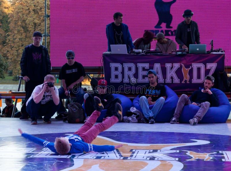 Breakdance profesional del baile del atleta imagenes de archivo