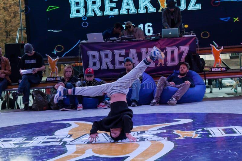 Breakdance profesional del baile del atleta fotos de archivo