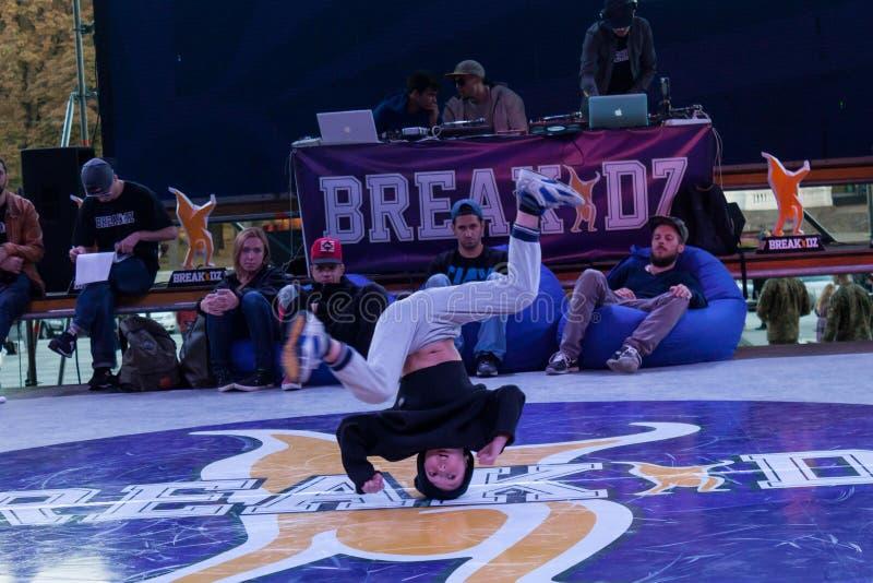Breakdance profesional del baile del atleta fotografía de archivo libre de regalías