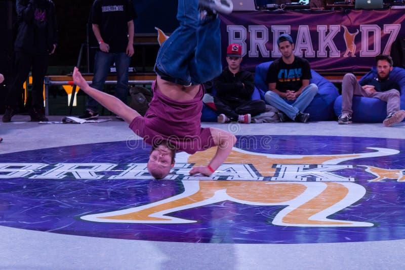 Breakdance profesional del baile del atleta foto de archivo libre de regalías
