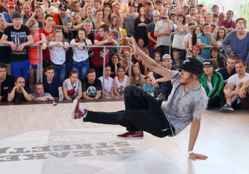 Breakdancer à la rue image libre de droits