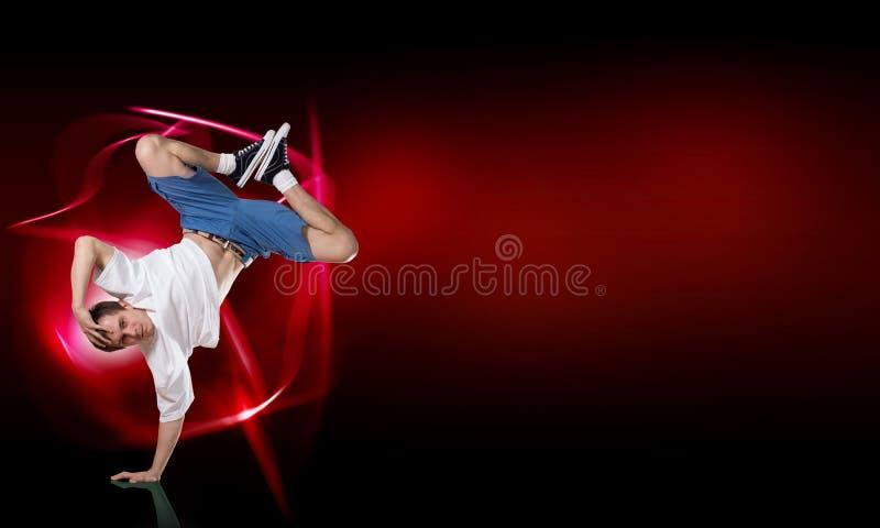 Breakdancer стоя в наличии стоковое изображение rf