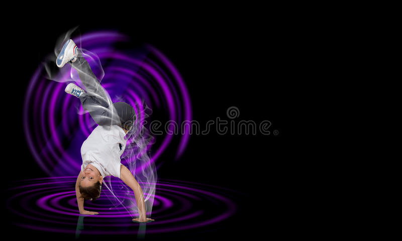 Breakdancer стоя в наличии стоковые изображения rf